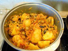 Овощное рагу с баклажанами http://www.anymenu.ru/ovoshhnoe-ragu-s-baklazhanami-2/  Овощное рагу с баклажанами – простое вкусное сытное блюдо, которое особенно вкусное из овощей свежего урожая. Состав: баклажаны–3 шт.; помидоры крупные –3 шт.; перец сладкий – 2-3 шт.; картофель –7 шт.; морковь крупная – 1 шт.; лук репчатый крупный – 1 шт.; масло растительное для жарки; соль, перецпо вкусу; зелень для украшения. Овощное рагу с
