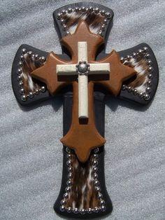 Perfect for my cross wall! Wall Crosses Diy, Hand Painted Crosses, Wooden Crosses, Crosses Decor, Horseshoe Crafts, Horseshoe Art, Pallet Cross, Cross Drawing, Cross Wall Decor