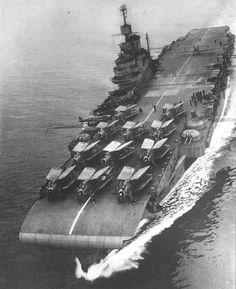 HMS Indomitable (R92) - Portaerei classe Illustrious - Entrata in servizio il 10 ottobre 1941 - Caratteristiche generali Dislocamento22.637 Lunghezza230 m Larghezza29,2 m Pescaggio8,8 m PropulsioneSei caldaie Turbine ad ingranaggi Parsons Tre assi 111.000 Shp Velocità30,5 nodi (56 km/h) Autonomia11.000 mn a 12 nodi (20.000 km a 26 km/h) Equipaggio 1.392-2.100 - Radiata nel 1954 e demolita nel 1955