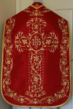 RL270 Rb Red Roman Vestment.jpg (668×1000)