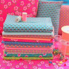 Petit Pan est aussi en Belgique, dans une des rues les plus commerçante d'Anvers: tissus, mercerie, objets de déco, plaids, coussin, mobiles, lampions. La boutique est un enchantement: l'univers Petit Pan est chaleur et couleurs. http://www.petitpan.com/12-tissus-coupon