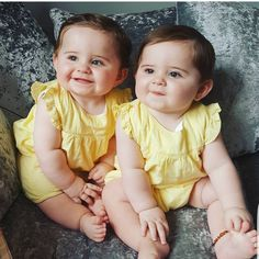 Keep the best memory of your loved baby! So Cute Baby, Cute Baby Twins, Cute Baby Couple, Cute Funny Babies, Twin Baby Girls, Twin Babies, Newborn Girls, Baby Newborn, Twin Baby Photos