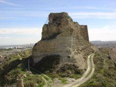 CASTLES OF SPAIN - Castillo de Borja, Zaragoza. Restos celtíberos, romanos y visigodos de cerámicas, indican que estos habitaron el lugar. A partir de la invasión islámica se configura el recinto fortificado. En 1120 es conquistada la plaza por los aragoneses. A mediados del siglo XIV, durante la Guerra de los dos Pedros, el Castillo sufrió importantes daños. Con el paso de los años, el Castillo y los recintos amurallados, sirvieron lamentablemente como cantera.