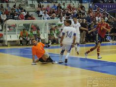 Disparo de Raúl Campos. @SeFutbol España-Grecia. Homenaje a Kike Boned. Ginés Rubio @grl48