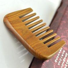peigne à dents larges en bois