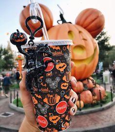 visit disneyland during halloween 🎃 ॥ Halloween Inspo, Halloween Season, Halloween Treats, Fall Halloween, Happy Halloween, Halloween Party, Halloween Decorations, Disney World Halloween, Disneyland Halloween