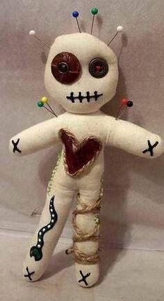 How to make a voodoo doll. 10 Ways to Make a Voodoo Doll. The self-made voodoo doll. The voodoo doll and voodoo rituals - A-Z. Voodoo Party, Voodoo Costume, Voodoo Halloween, Fall Halloween, Halloween Crafts, Halloween Decorations, Halloween Party, Vodoo Doll Costume, Halloween Potions