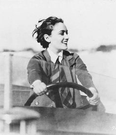 Vintage Cars Gloria Swanson -- one of the most beautiful photos I've seen of her - Golden Age Of Hollywood, Vintage Hollywood, Hollywood Glamour, Hollywood Stars, Classic Hollywood, Diane Keaton, Silent Film Stars, Movie Stars, Divas