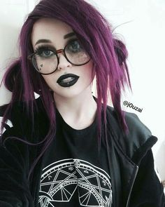 Wow wearing the purple wig this babe is sooo beautiful and cute love it very much. Do you like it girls? Goth Beauty, Hair Beauty, Pelo Emo, Purple Wig, Cute Hairstyles, Grunge Hairstyles, Hairstyle Ideas, Hair Goals, Dyed Hair