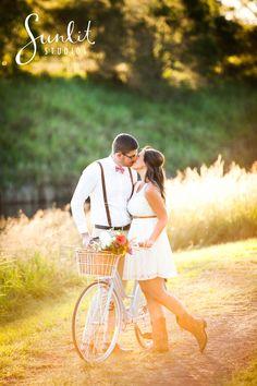 Brisbane Engagement Photo & Props Idea - Photography by Sunlit Studios