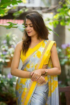 Yellow Saree, gorgeous like the Sun! Trendy Sarees, Stylish Sarees, Fancy Sarees, Sari Design, Indian Silk Sarees, Saree Models, Casual Saree, Elegant Saree, Saree Look