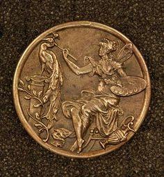"""Пуговица """"Фея, раскрашивающая павлина"""". Медь. Стиль Art Nouveau, 1890-1900"""