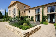 Regardez ce logement incroyable sur Airbnb : Mas Pamparigouste in Luberon - Maisons à louer à Bonnieux