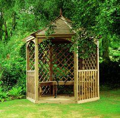 Drewniana altana produkcji Jagram SA