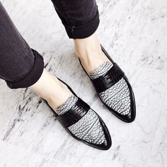 these loafers are so amazing. the two tone, pattern and colour combo is just so wearable with any outfit Mode Shoes, Inspiration Mode, Minimal Chic, Shoe Game, Beautiful Shoes, Me Too Shoes, Derby, Fashion Shoes, Shoe Boots