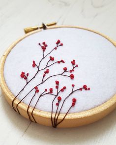 One of my favourites. It has always felt natural to carry the thread over the hoop ⚘
