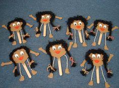 "Educ@ naWeb ....Pré-Escolar: ""Maria Castanha"" e cartuchos para castanhas Valentine Crafts For Kids, Paper Crafts For Kids, Valentine Day Cards, Arts And Crafts, Grandparents Day Crafts, Autumn Crafts, Hand Puppets, Quilling Art, Handicraft"