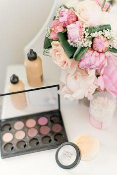 Palette de Make-up qui annonce les préparatifs de Laura !! 💍💄 www.thepixelart.fr - Photographe de mariage 💌 thepxart@gmail.com Facebook : thepxart #wedding #photographe #mariage #var