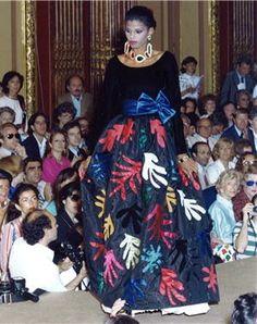 Un vestido inspirado en los dibujos de Matisse fue presentado en la colección otoño-invierno 1980 de Ives Saint Laurent.
