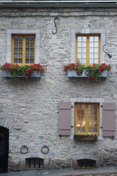 Quebec City | Quebec Canada | Things To Do In Quebec | Quebec Food | Quebec Nature | Fairmont Le Chateau Frontenac | Old Quebec | Montreal | Vacation | Fall | Cuisine | Province | Place Royale | Pretty Window | Cottage