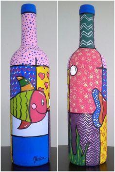 Garrafa pintada e envernizada, excelente objeto para compor a decoração da sua casa ou trabalho, com bom gosto e exclusividade. Cada garrafa é única, e totalmente artesanal.    Após a confirmação do pagamento o item será postado em até 6 dias. R$ 38,00 Glass Bottle Crafts, Wine Bottle Art, Painted Wine Bottles, Painted Wine Glasses, Bottles And Jars, Altered Bottles, Bottle Painting, Bottle Design, Pots
