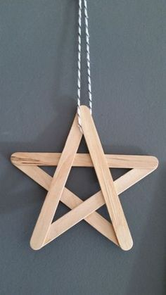 A Christmas star to decorate the house, to make oneself with furniture. – Noel A Christmas star to decorate the house, to make oneself with furniture. Diy Christmas Decorations, Christmas Crafts For Kids, Xmas Crafts, Craft Stick Crafts, Christmas Diy, Christmas Ornaments, Diy Ornaments, Christmas Design, Craft Sticks