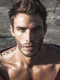 27 Hombres tatuados que te van a enamorar para siempre Shoulder Tattoos - 7 Hottest Places for Male Tattoos That We Love . ] One of the hottest places for male tattoos Inked Men, Roman Numeral Tattoos, Roman Numerals, Shoulder Tattoos, Collarbone Tattoo, Hommes Sexy, Male Face, Male Body, Attractive Men