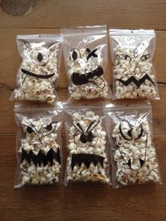 Beautiful popcorn monster treat Source by tammybruinewoud Halloween Snacks, Halloween Circus, Healthy Halloween, Halloween Birthday, Happy Halloween, Helloween Party, Monster Treats, Little Presents, Birthday Treats