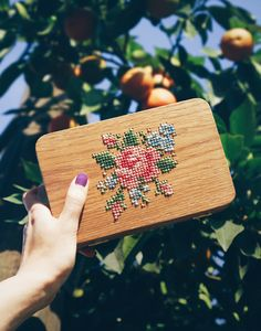 GRAV GRAV - Oak Wood Embroidery Clutch #gravgravco #boxpurse #woodenbag #clutch #woodenwallet #boxclutch #embroidery