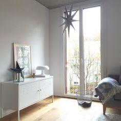 Sternenkinder - Foto von Mitglied little_berry_bush #solebich #interior #einrichtung #inneneinrichtung #deko #decor #livingroom #star #shelf #sofa #wohnzimmer #regal #stern