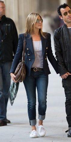 Où shopper le look blazer de Jennifer Aniston en moins cher ? Jennifer Aniston Style, Blazer Outfits Casual, Business Casual Outfits, Casual Shorts, Balmain Blazer Outfits, Blue Blazer Outfit, Long Sweater Outfits, Jean Jacket Outfits, Work Casual