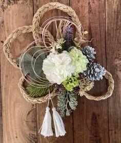Green Wreath, Diy Chandelier, New Years Decorations, Vintage Room, Mother And Child, Grapevine Wreath, Handicraft, Flower Arrangements, Origami