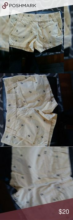 J. Crew Weathered City Fit shorts sz 2 Yellow with navy anchors. Smoke free. Sz 2 by J crew J. Crew Shorts