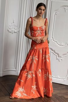 May 2020 - The complete Johanna Ortiz Spring 2020 Ready-to-Wear fashion show now on Vogue Runway. Fashion In, Fashion 2020, Spring Fashion, Fashion Dresses, Womens Fashion, Fashion Trends, Vintage Fashion, Fashion Show Collection, Spring Collection