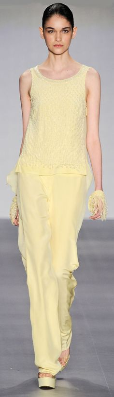Haute Couture in Pale Yellow - Inspiration by Color Pastel Yellow, Shades Of Yellow, Mellow Yellow, Pastel Colors, Yellow Fashion, Colorful Fashion, Elie Saab, Glamour Moda, Mcqueen
