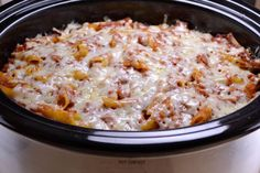 Easy Crockpot Baked Ziti - Perfect for a quick and delicious dinner, only 7 ingredients and you don't even cook the noodles first! Slow Cooker Pasta, Crock Pot Slow Cooker, Slow Cooker Recipes, Crockpot Recipes, Cooking Recipes, Cooking Time, Cooking Icon, Pan Cooking, Gourmet Cooking