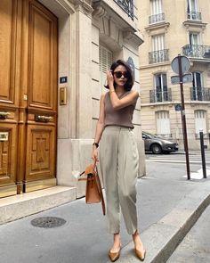 Fashion Dresses Simple cute and comfy casual outfit. Office Fashion, Work Fashion, Fashion Outfits, Fashion Ideas, Moda Casual, Casual Chic, Comfy Casual, Parisian Chic Style, Estilo Jeans