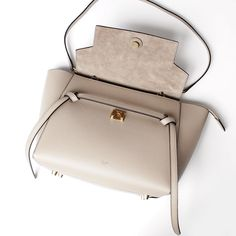 Amazon.co.jp: (セリーヌ) CELINE ハンドバッグ(2WAY仕様) Belt Bag LEATHER Dune [並行輸入品]: シューズ&バッグ:通販