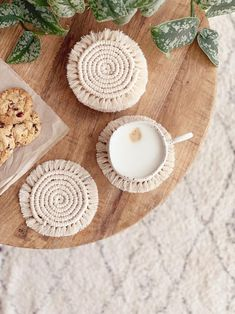 #interior #interieur #handmade #handgemaakt #bohemian #bohemianvibes #kitchen #cooking #decoration #interiorvibes #macrame Small Plants, Tea Mugs, Making Out, Coasters, Recycling, Neutral, Home And Garden, Boho, Place Card Holders