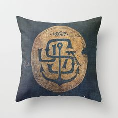 wasn't sure where to pin this cause it's an awesome Navy-looking design, but I so want to have this pillow. Great DIY project