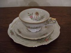 Ontbijtset, ongeschonden, bestaande uit kopje schoteltje en bordje dat in de jaren 50 en 60 gegeven werd als geschenk aan plechtige communiekanten Retro, Childhood Memories, Old School, Tea Cups, The Past, Tableware, Vintage, Nostalgia, Dinnerware