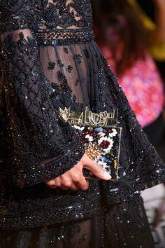 Retrouvez les photos du défilé Zuhair Murad Haute couture Automne-hiver 2016-2017, les meilleurs moments en vidéo, ainsi que les coulisses et les détails du show