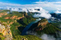 Kruger National Park – Sud Africa -più panoramici del Sudafrica, il Blyde River Canyon, nella splendida Riserva Naturale Mpumalanga che ospita anche gran parte del Kruger National Park. Cerca con Google