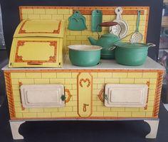 Pre war Toy Tin Doll Kitchen Mid 1935 Utensils Cabinet Stove.Matarazzo.Argentina #Matarazzo