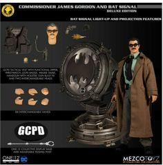 Mezco One:12 Commissioner Gordon//Bat Signal SDCC 2019 Deluxe Set Factory Sealed