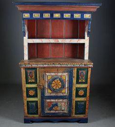 Rosemalt kannestol, Agder 1800 tallet. Sekundær topp og restaurert. H: 169 cm. B: 114 cm. Skade på foten. Prisantydning: ( 6000 - 8000) Solgt for: 5000