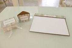 kit de mesa com caixinha, cartão e risque rabisque