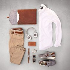 Light tan you're the man 😎 📷 @matthewgraber Fashion Flatlay, Fashion Tips, Mens Fashion, Fashion Outfits, Style Fashion, Gentlemans Club, Outfit Grid, Rucksack Backpack, Moda Men