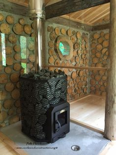 Pelle's sauna stove works to heat the rocks. In Finland the sauna has been used to birth babies, get clean and relax for centuries. Building A Sauna, Natural Building, Green Building, Building A House, Saunas, Hygge, Diy Wood Stove, Cordwood Homes, Sauna Design