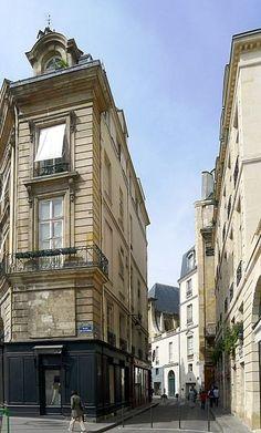 La rue Vide-Gousset vue de la place des Victoires - Paris 2e